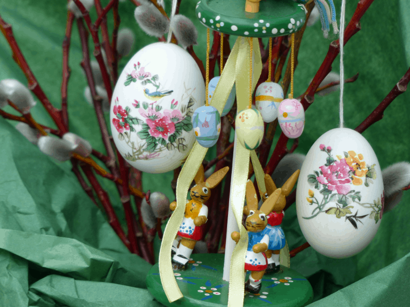 How to Decorate a Tree for Easter